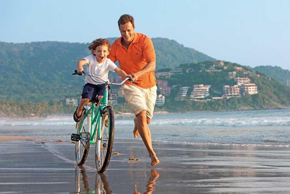 Hotel Sunscape Ixtapa Todo Incluido. Actividades: Futbol, Ping Pong, Euro Bungee, Pared de Escalada, Herraduras, Lanzamiento del bolso de haba, Visitas guiadas en bicicleta, juego de tejo