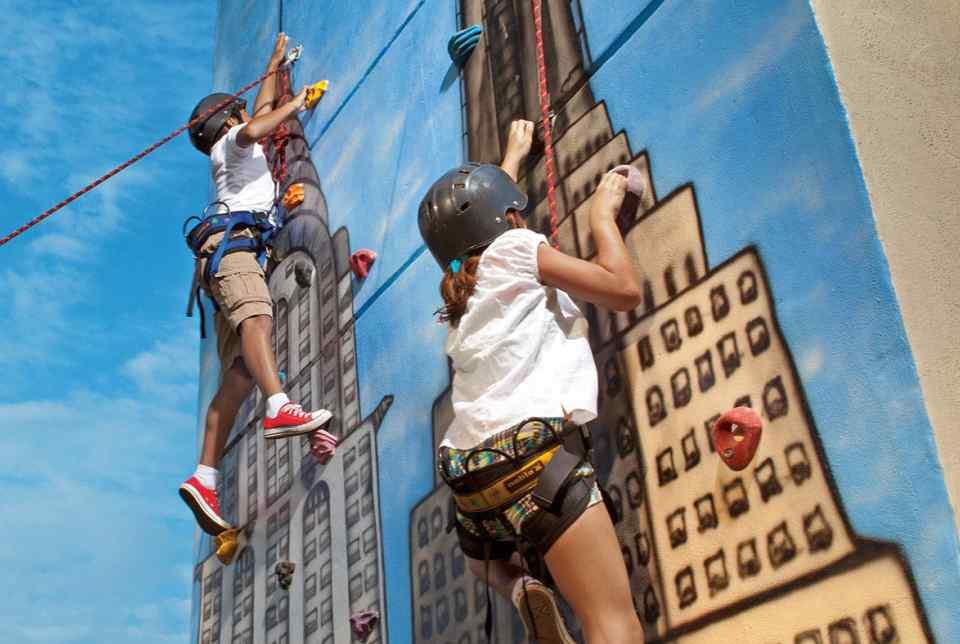 Hotel Sunscape Ixtapa Todo Incluido. los niños de 3 a 12 años se divertirán con las actividades que organiza el Explorer's Club. abierto desde las 9 a.m. y hasta las 10 p.m. para que los papás también puedan disfrutar de sus vacaciones en Ixtapa Zihuatanejo Todo Incluido