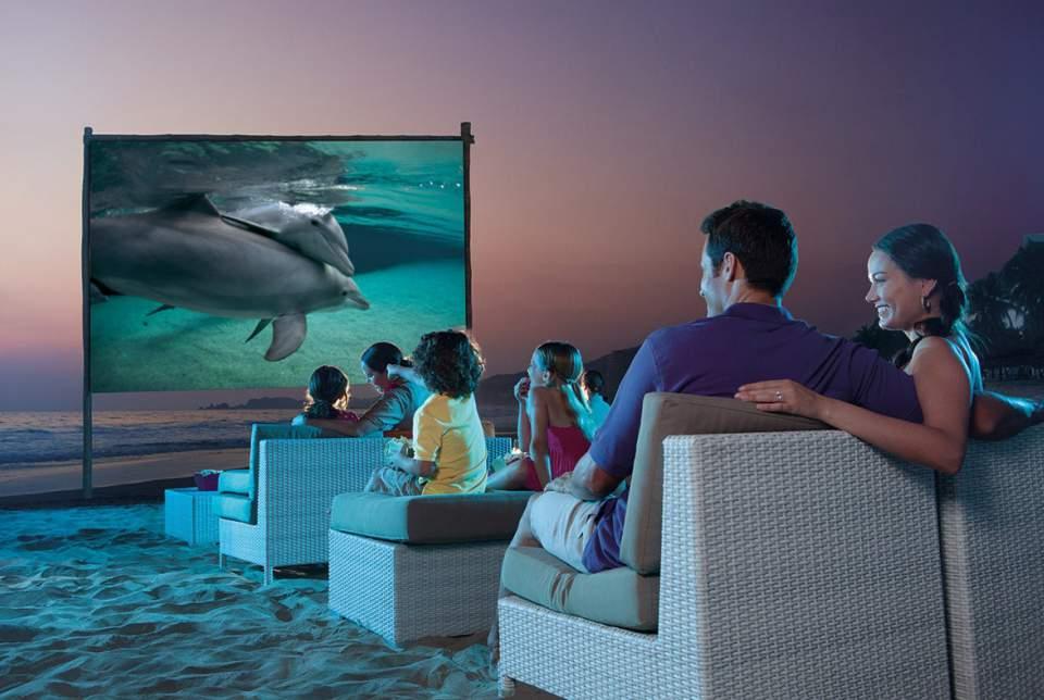 Hotel Sunscape Ixtapa Todo Incluido. Películas proyectadas en la playa por las noches en Sunscape Ixtapa Todo Incluido