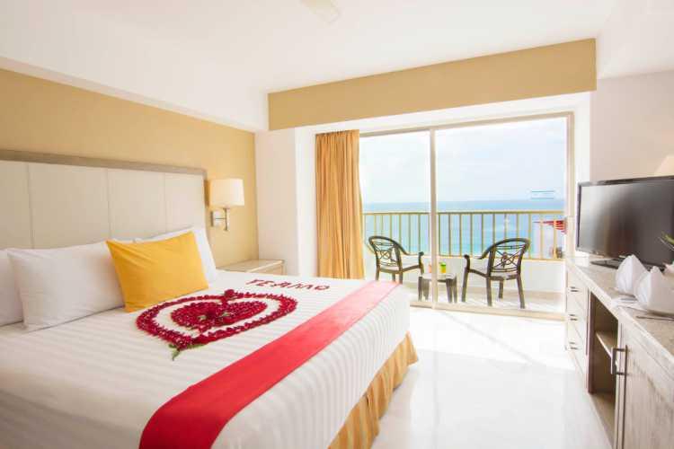 Hotel Tesoro Ixtapa Cuartos, JUNIOR SUITE, Cómodas y amplias Junior Suites con balcón y un toque de lujo. Elige entre la increíble vista al mar o al jardín