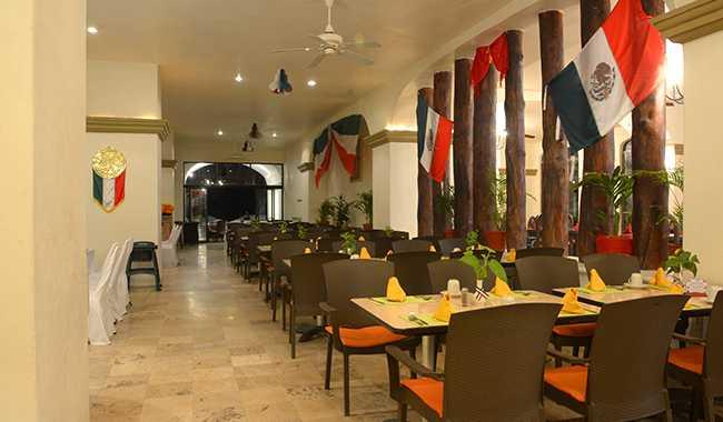 Hotel Tesoro Ixtapa Restaurante La Mar: Servicio diario para desayuno, comida y cena tipo buffet. Cocina internacional con un tema distinto cada día