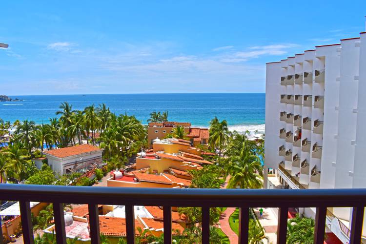Renta de departamentos para vacaciones en Ixtapa Zihuatanejo. Vacaciones en Ixtapa: Departamentos en la playa Airbnb. Departamentos y condominios de lujo en la playa de Ixtapa Zihuatanejo con alberca, cocina, aire acondicionado, TV por cable, internet en áreas comunes al interior del Hotel Tesoro Ixtapa Zihuatanejo